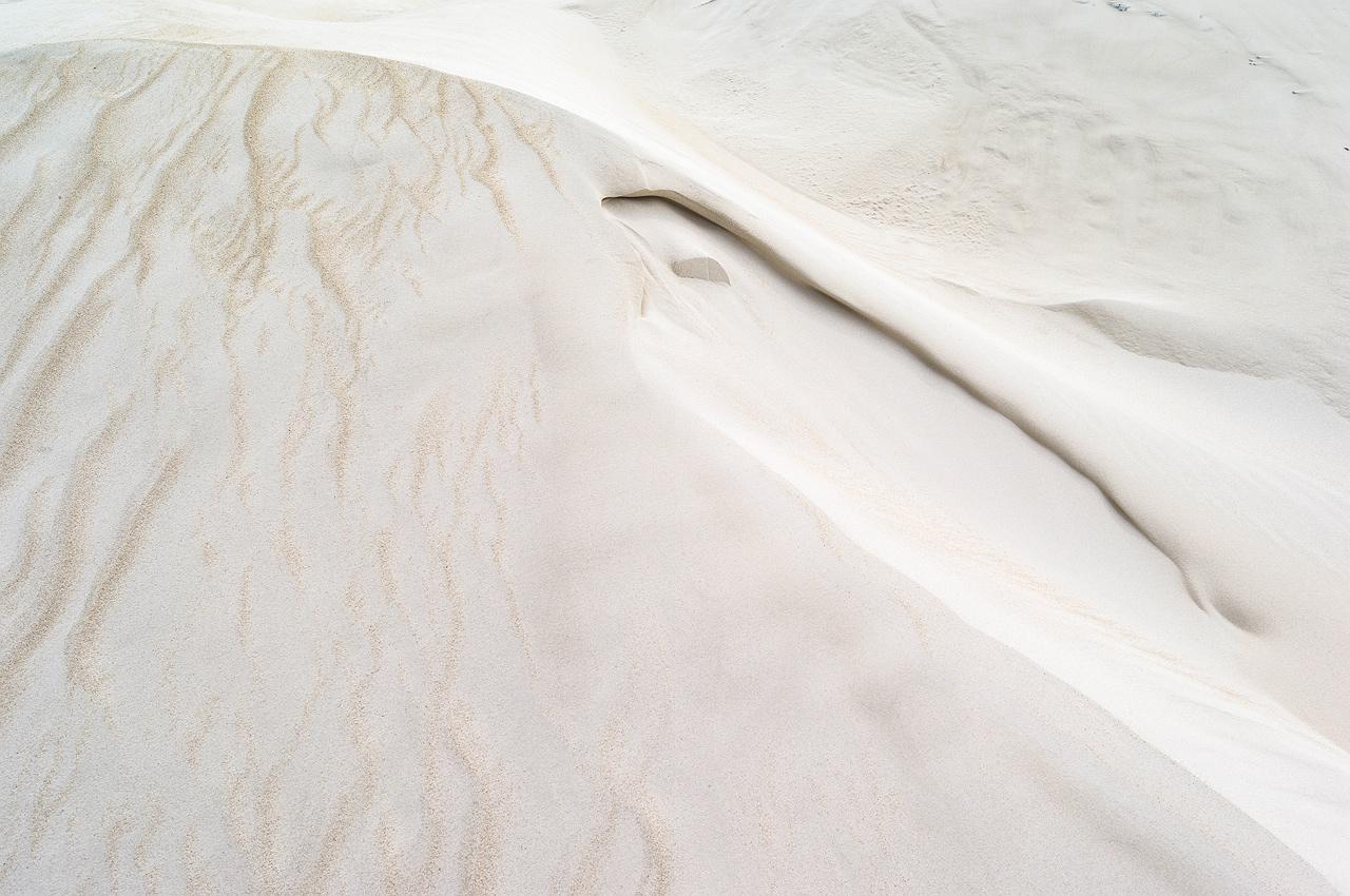 cervantes_sand_dunes_white_cloudy_sky_rob_dose002