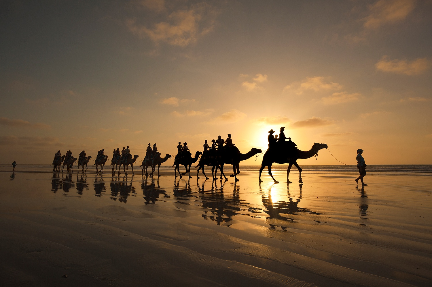 broome_cable_beach_camel_ride_sunset