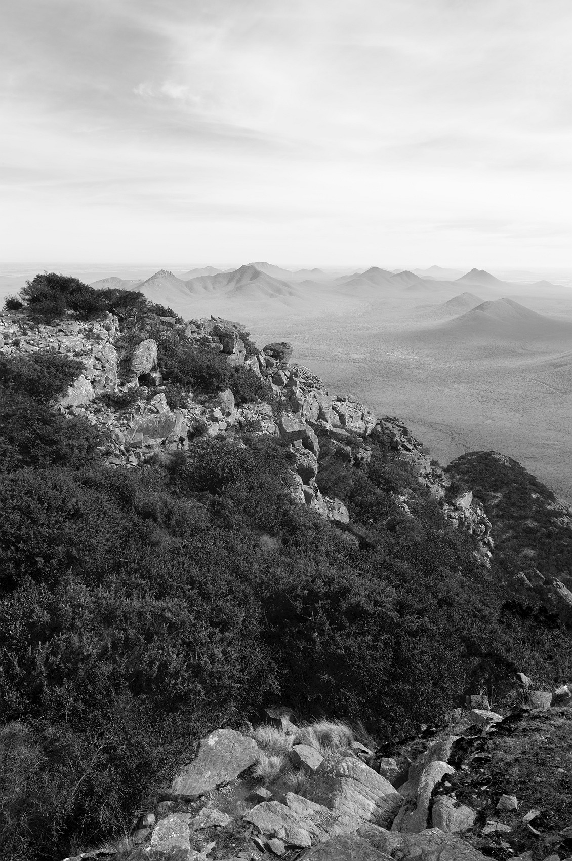 5528_stirling_ranges_national_park_monochrome_toolbrunup_peak