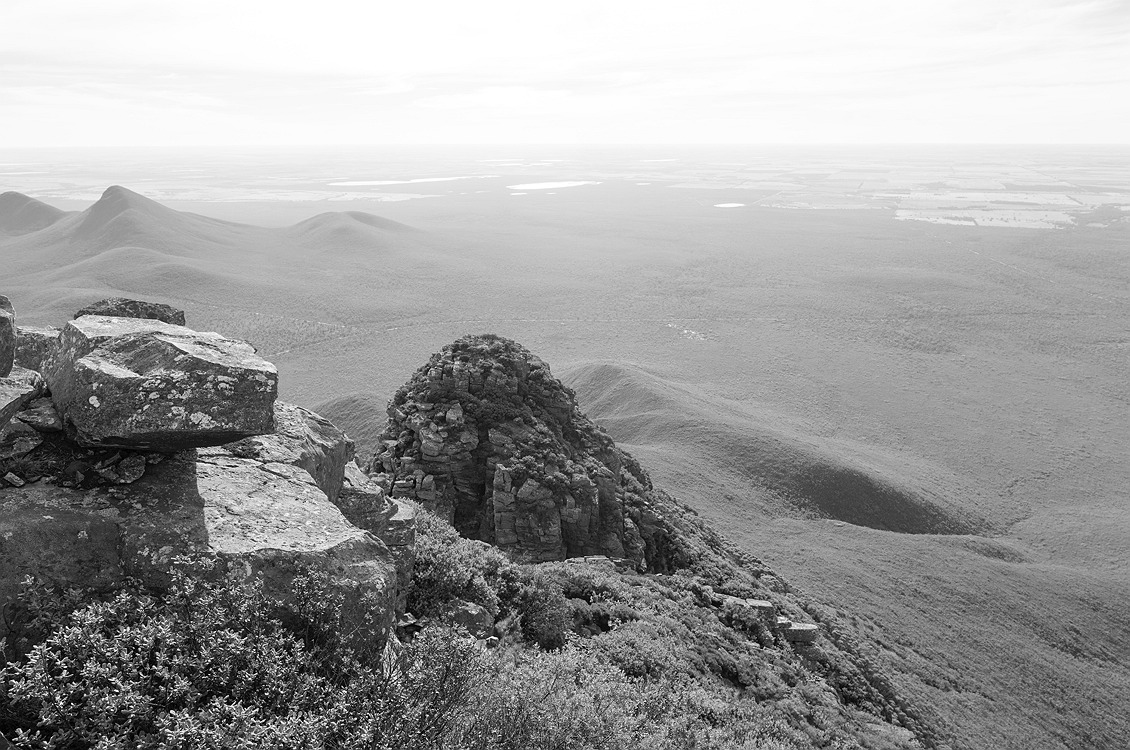 8341_stirling_ranges_national_park_monochrome_toolbrunup_peak