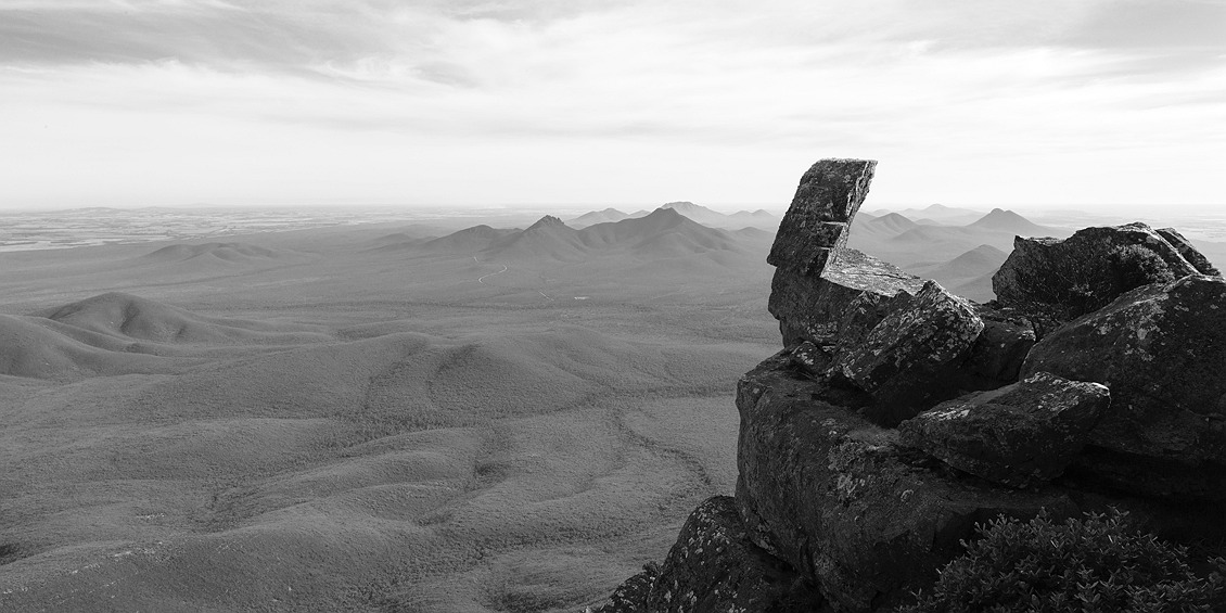 9347_stirling_ranges_national_park_monochrome_toolbrunup_peak