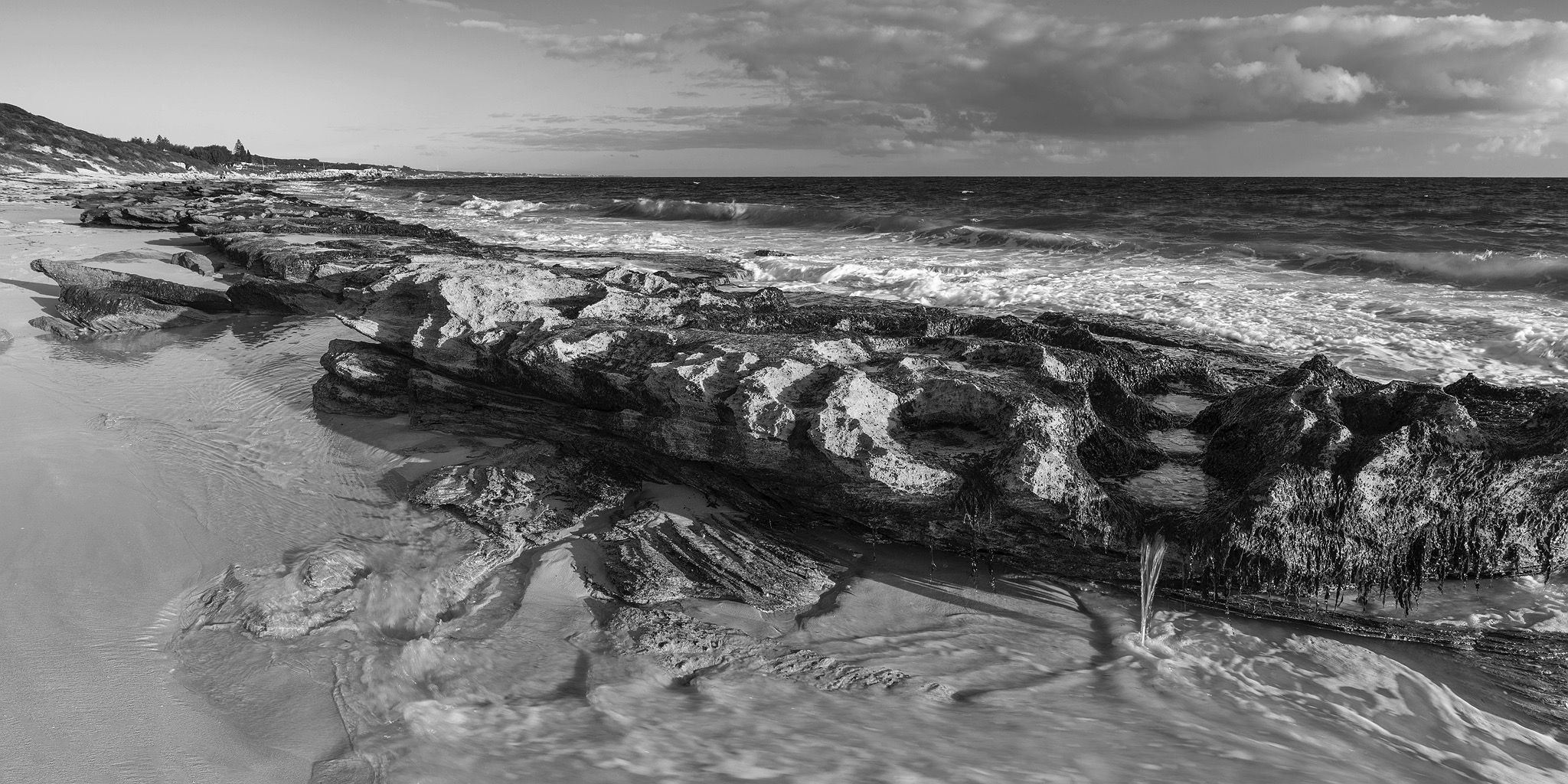 burns-beach-black-and-white