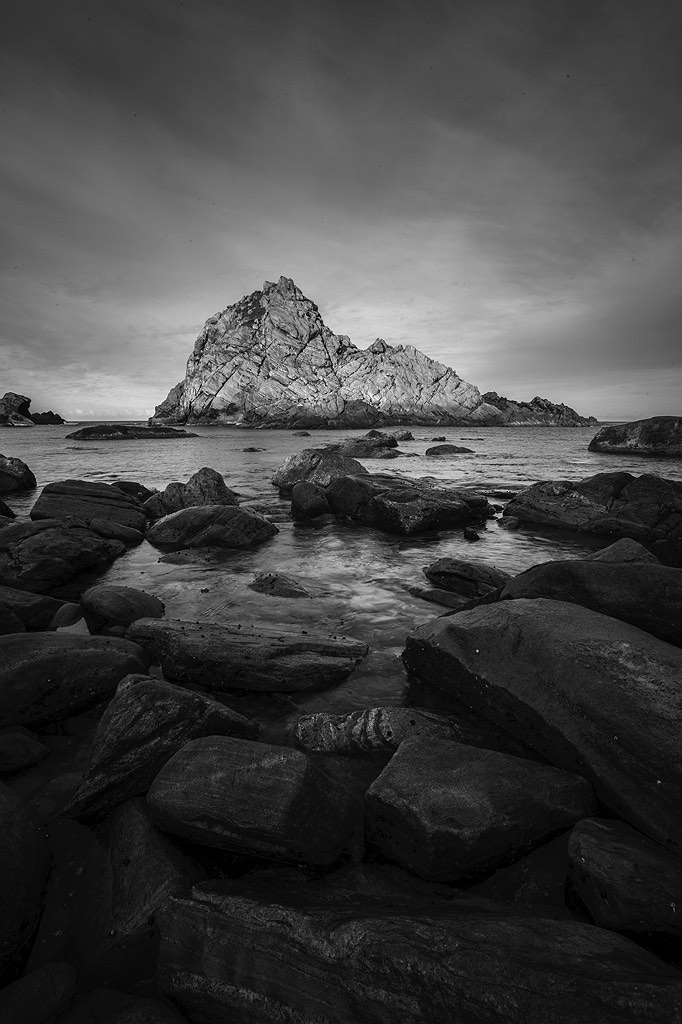 02_sugarloaf_rock_south-west_western-australia_rob-dose_black&white
