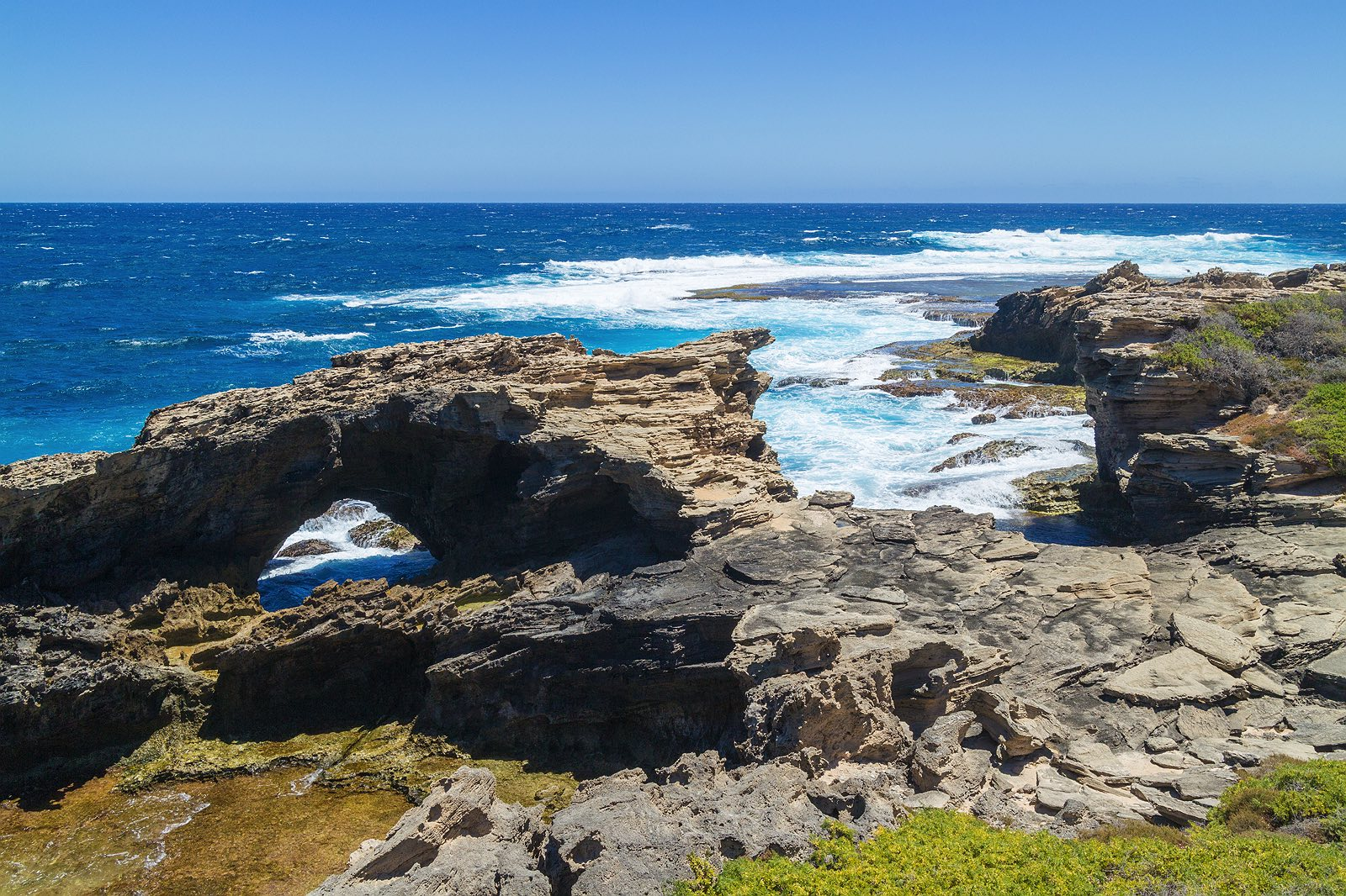 cape-vlamingh-coast-rocks-rottnest